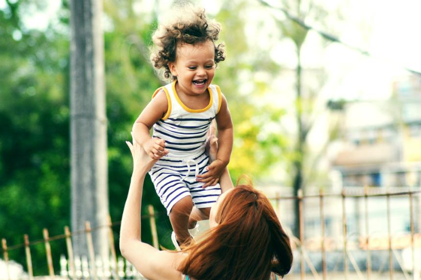 La ce să ne așteptăm de la copiii între 0 și 3 ani